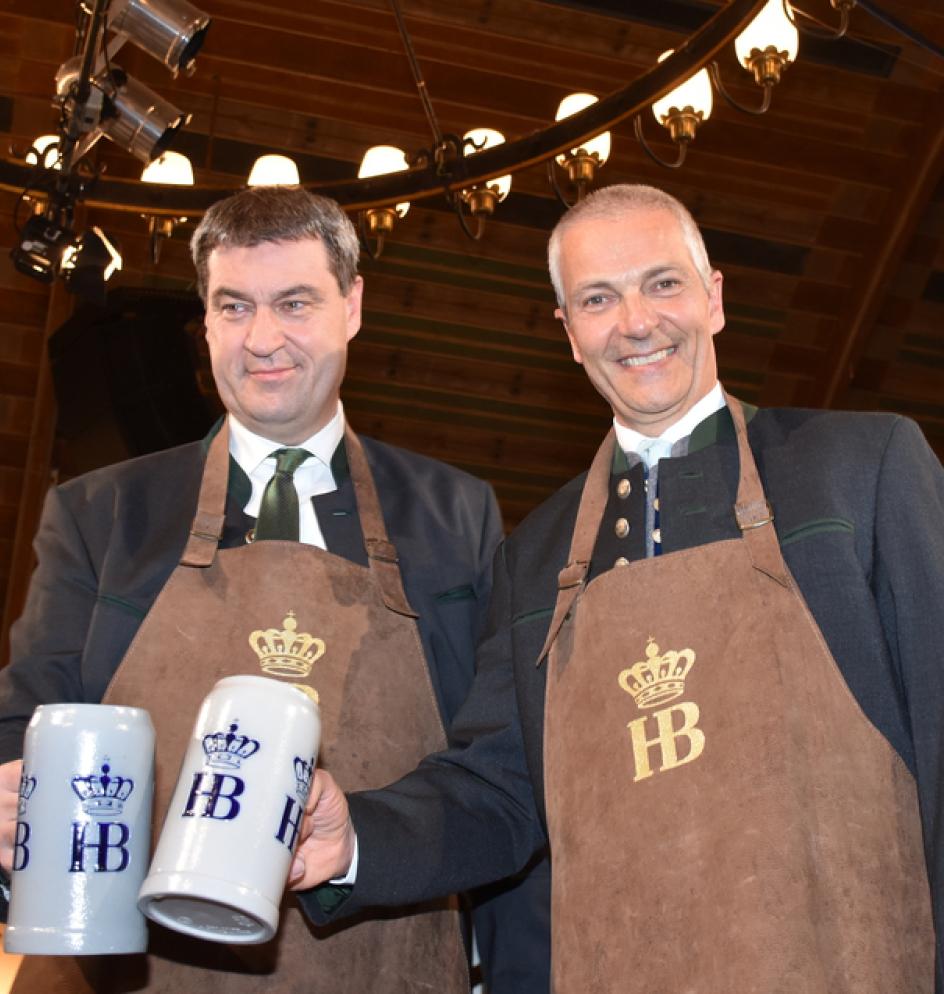 Markus Söder und Michael Möller beim Maibockanstich 2017
